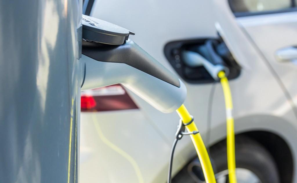 Elektromos autó 11 millió alatt